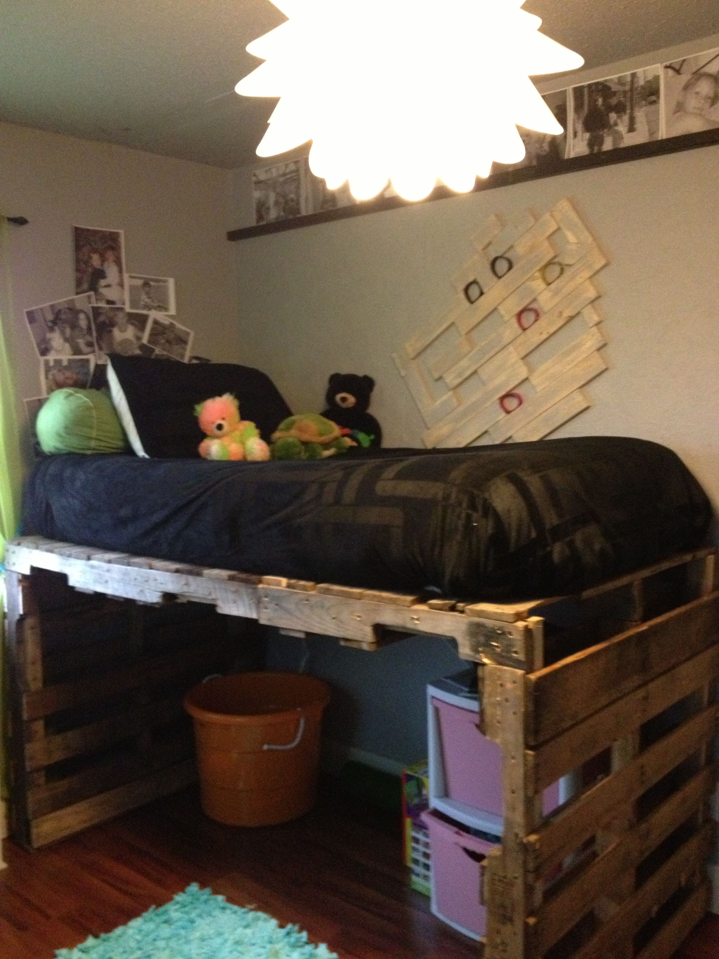 Loft Bed Made With Pallets Look What My Sister Did Pallet