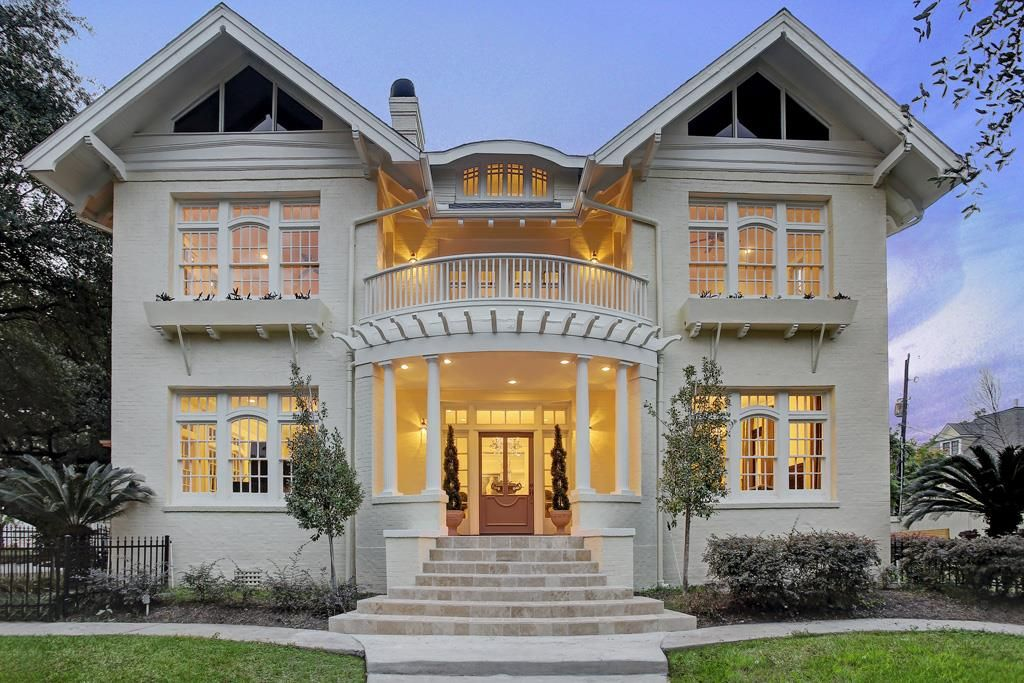 In The Houston Real Estate Market 100 Year Old Homes Are Surprisingly Plentiful Historic Homes For Sale Historic Homes House Exterior
