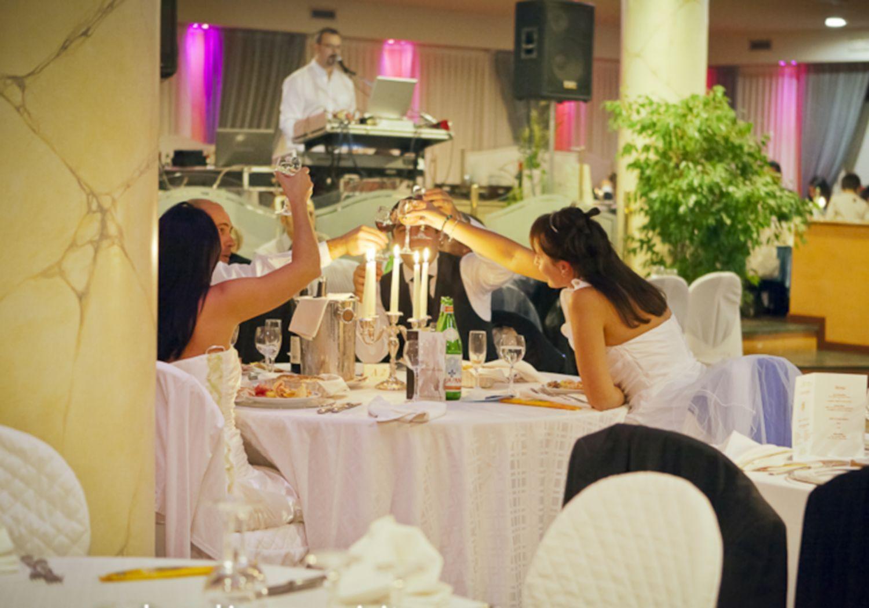 Eventi Milano Sposi Eventi a Milano dedicati agli sposi, a quelli fututri e a quelli passati con Gran Ballo degli Sposi e divertente animazione per l'intera festa!