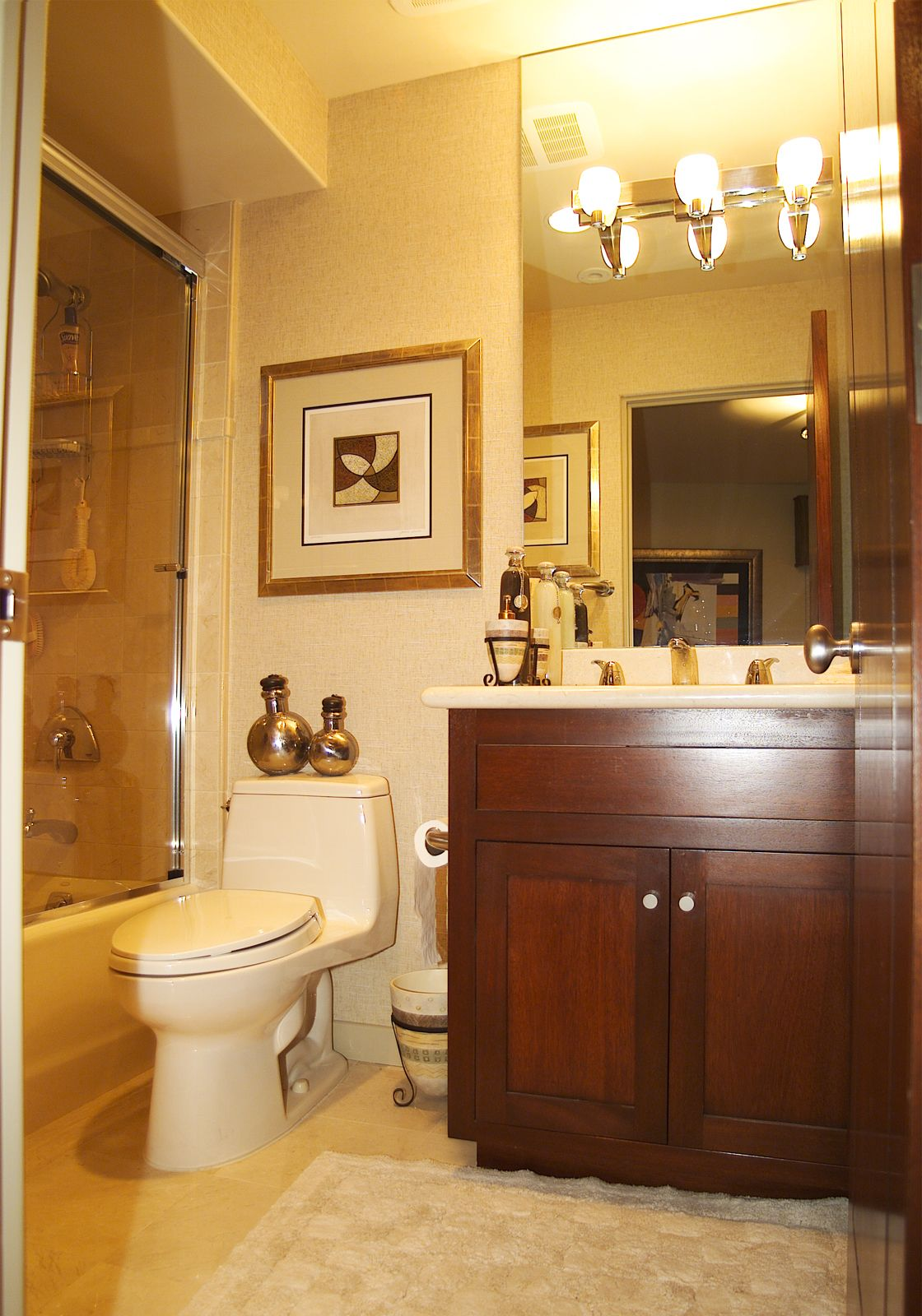 Even a small guest bath can be functional & beautiful ...