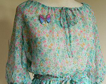 Vintage Boho Peasant Dress 1970s 70s Floral Garden Print Light Fabric Bohemian Festival Prairie Dress Pretty Wrapping Gift BONUS brooch pin