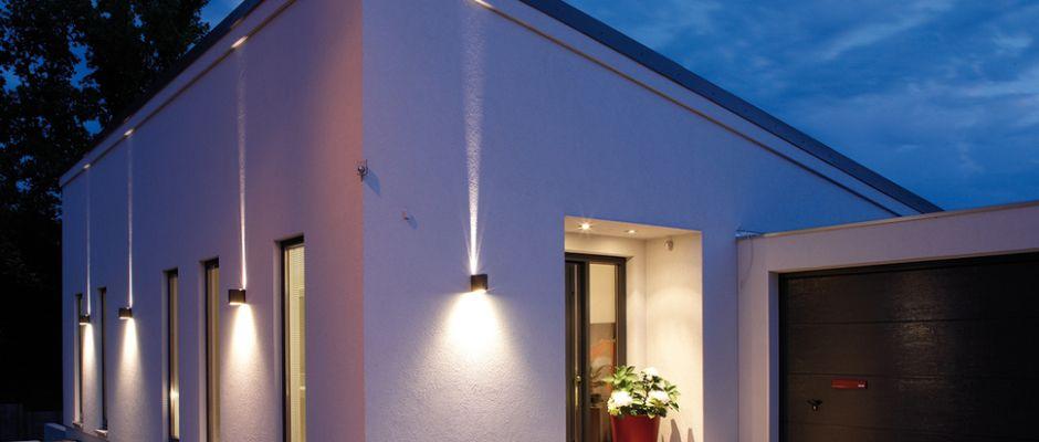 Haus Am Hang Mit Außenbleuchtung | Home | Pinterest