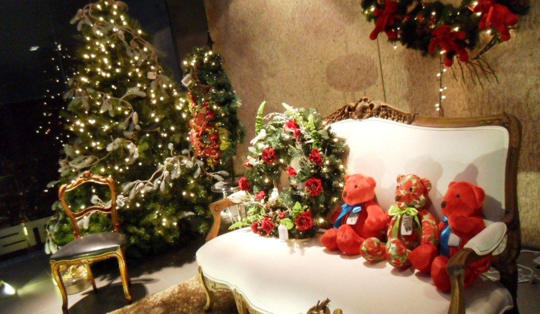 ¡Dentro de un mes estaremos celebrando la Navidad! El aparador de nuestro showroom ya está muy acorde a la época.