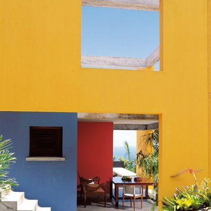 Une Villa Habillee De Couleurs Explosives Aux Caraibes Villa Deco Exterieure Caraibes