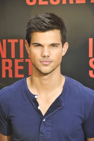 Taylor Lautner Photos Photos: Taylor Lautner in Paris ...