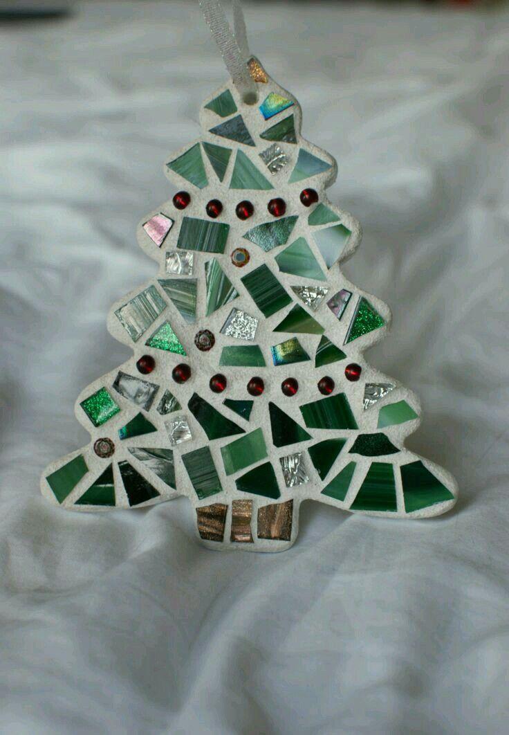 Broken Tile Holiday Tree Scrap Tile Galore At Mecca Christmas Mosaics Mosaic Crafts Diy Christmas Ornaments