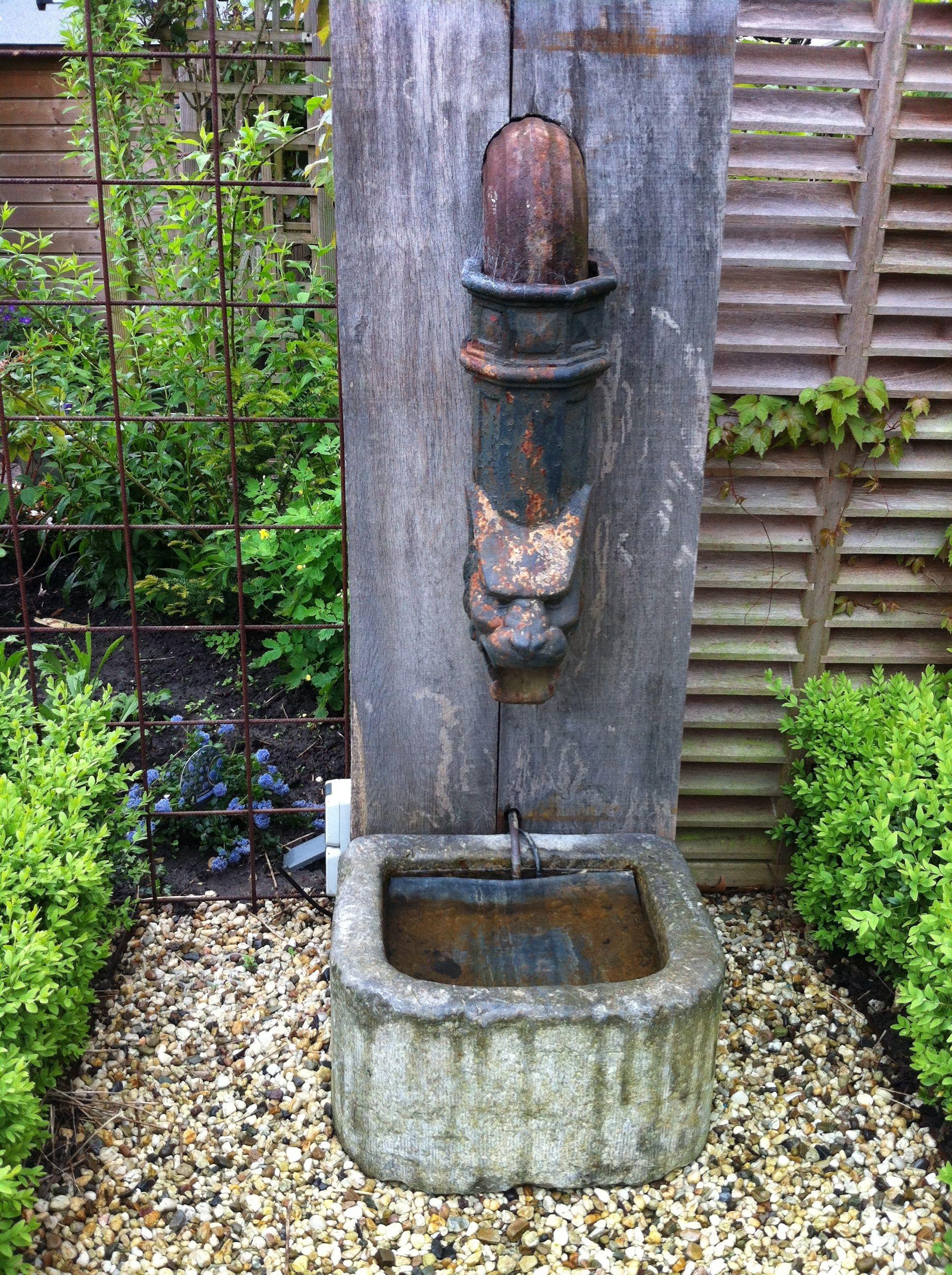 waterornament in de tuin brocante pinterest fountain