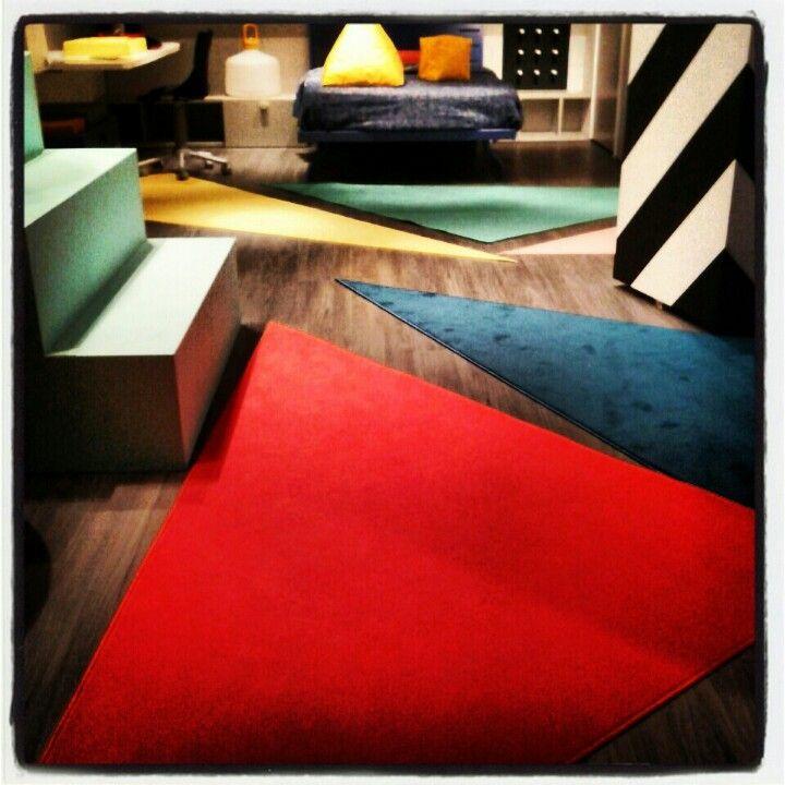 Arreda la tua casa con tappeti triangolari colorati. Scegli e Crea su www.tappetosumisura.it