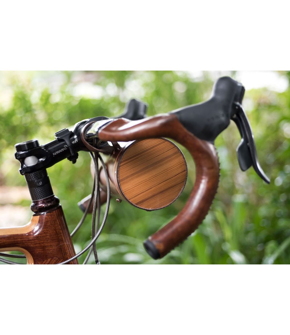 "Walnut Handlebar Barrel Bag - <p>If you like the look of the Walnut Handlebar Barrel Bag but would prefer something which is seat-mounted, check out their awesome <a href=""/walnut-seat-barrel-bag.html"">Seat Barrel Bag</a>! You can also buy a <a href=""/walnut-barrel-bag-installation-belt-for-saddles.html"">separate installation belt</a> so that you can switch between mounting the barrel bag on the handlebars and on the saddle.</p>"