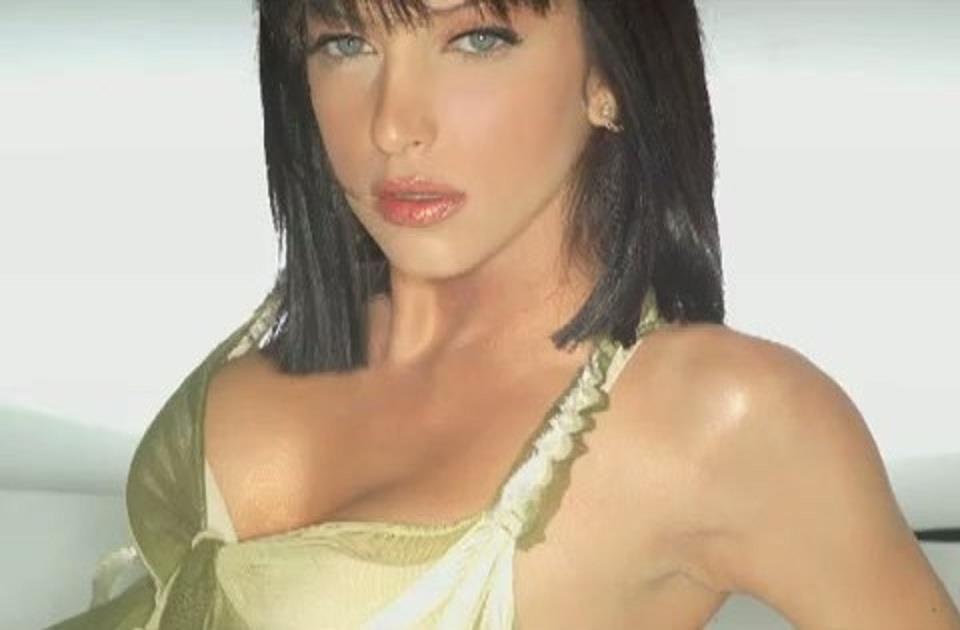 Greek singer, Βιβή Μαστραλέξη  (Vivi).