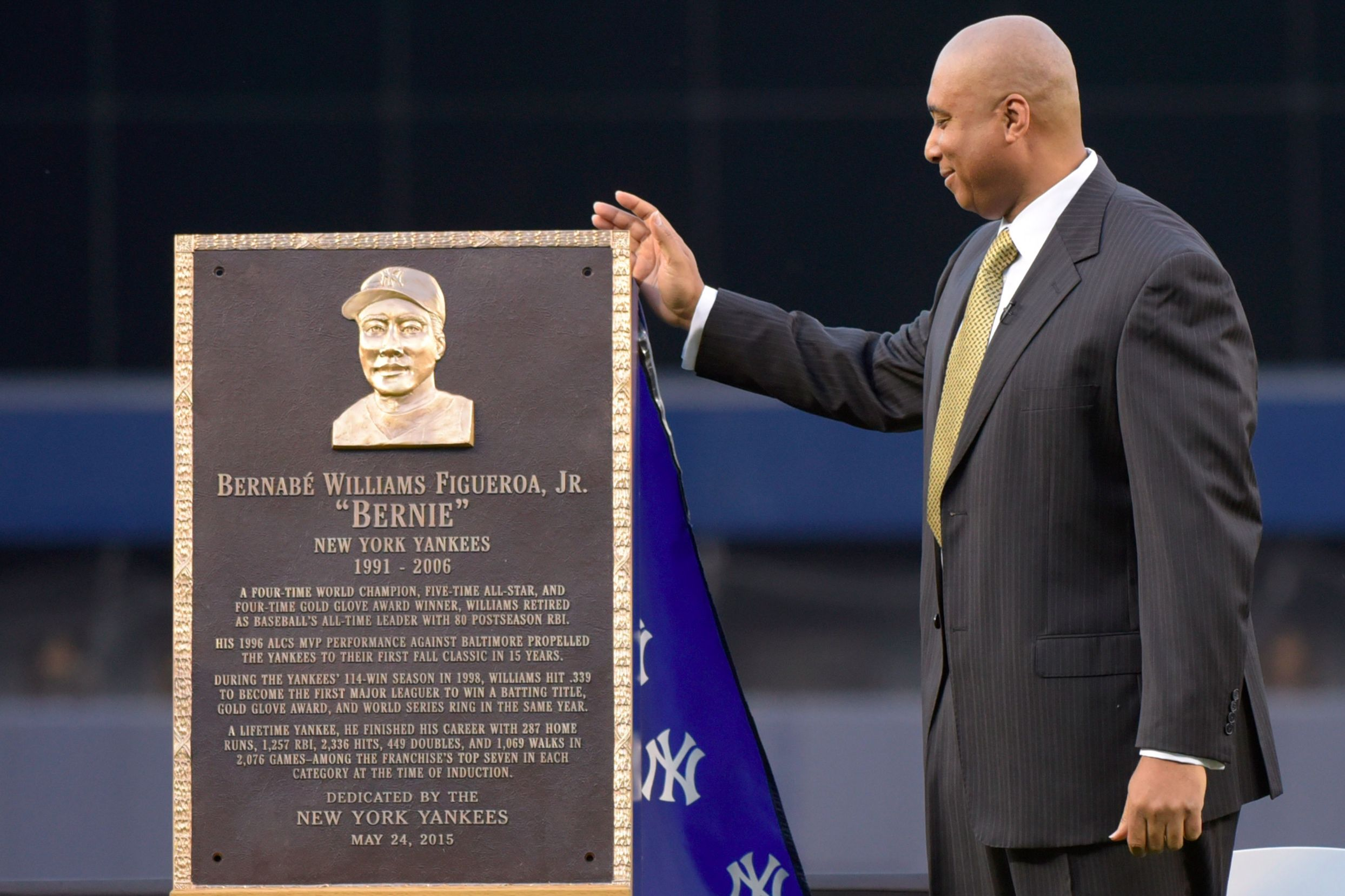 Bernie Williams Gets His Due In Emotional Yankees Ceremony Bernie Williams New York Yankees Yankees