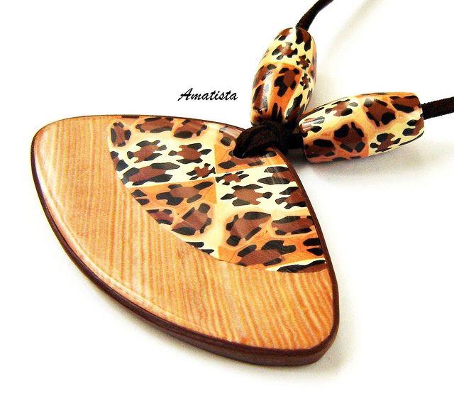 Colgante leopardo-madera by el rincón de amatista, via Flickr
