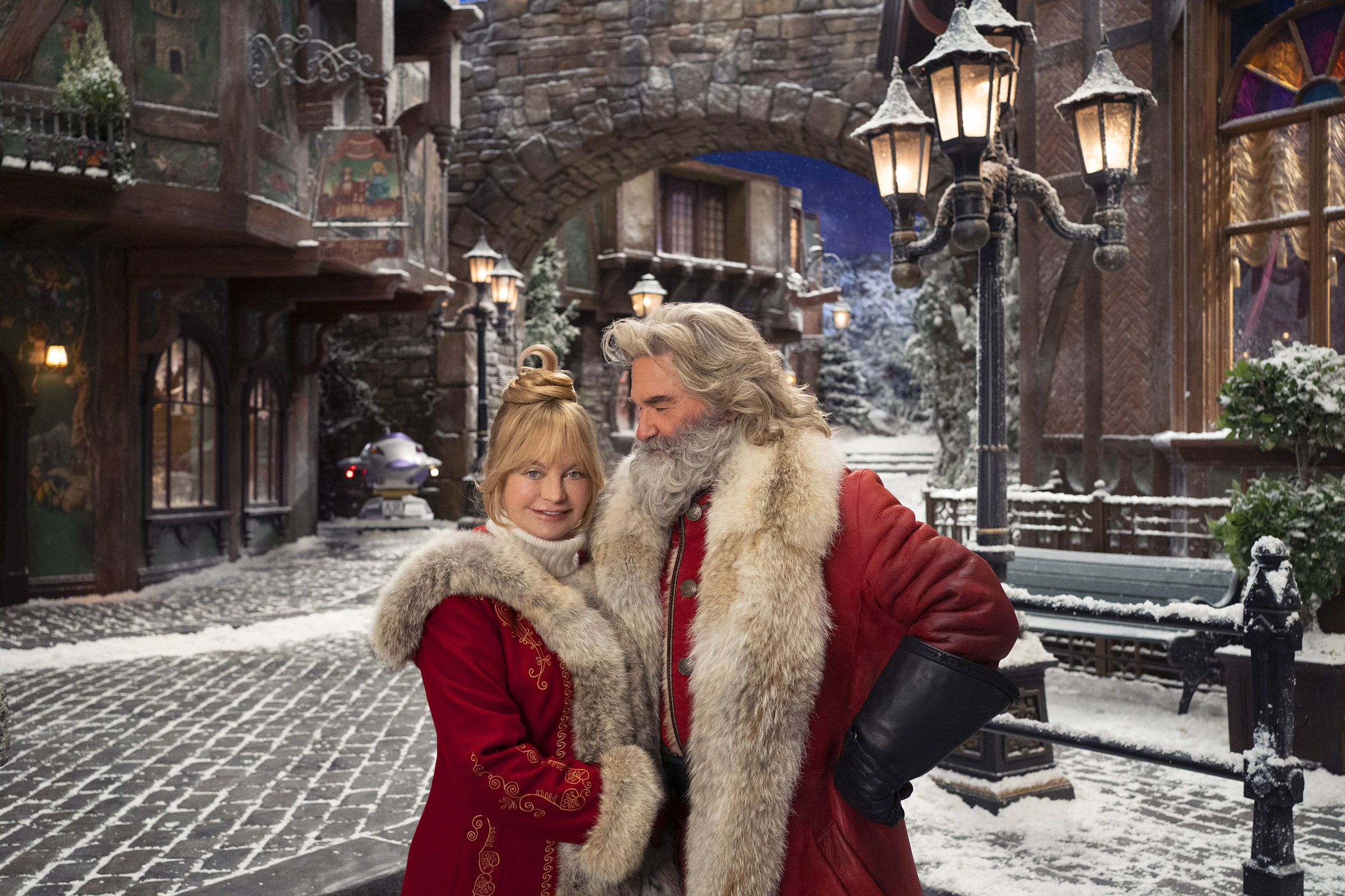 Kurt Russell And Goldie Hawn Have A Tremendous Amount Of Love In The Christmas Chronicles 2 Netflix Christmas Movies Holiday Movie Christmas Movies