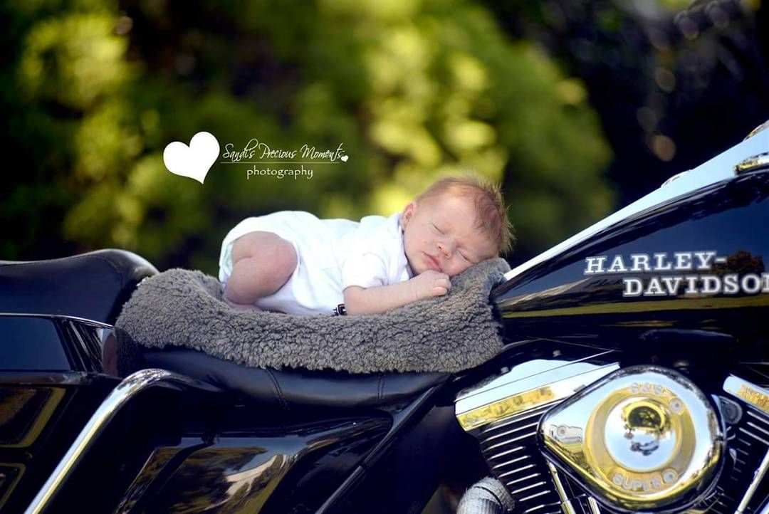 Only a few days old #babies #bikelife #warrnambool #photographyideas #newbornphotographer #natural #love #familybonding #bubs #toocute#sandispmomentsphotography #children #toocute #baby #sleepingbaby #harleydavison #bikelife #familyphotography #warrnamboolphotograher #beautiful by sandi.pm.photo