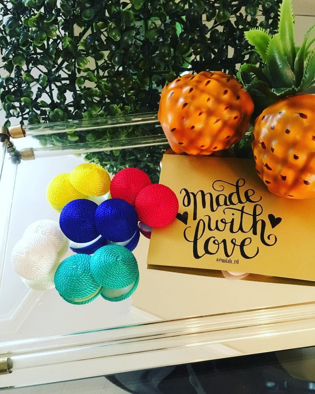 "13 Likes, 3 Comments - Miah Simply Stylish (@miah_rd) on Instagram: ""Chapas XL Disponibles... Cual color prefieres? 👇Dejanos saber...#miahsimplystylish #playaarena…"""