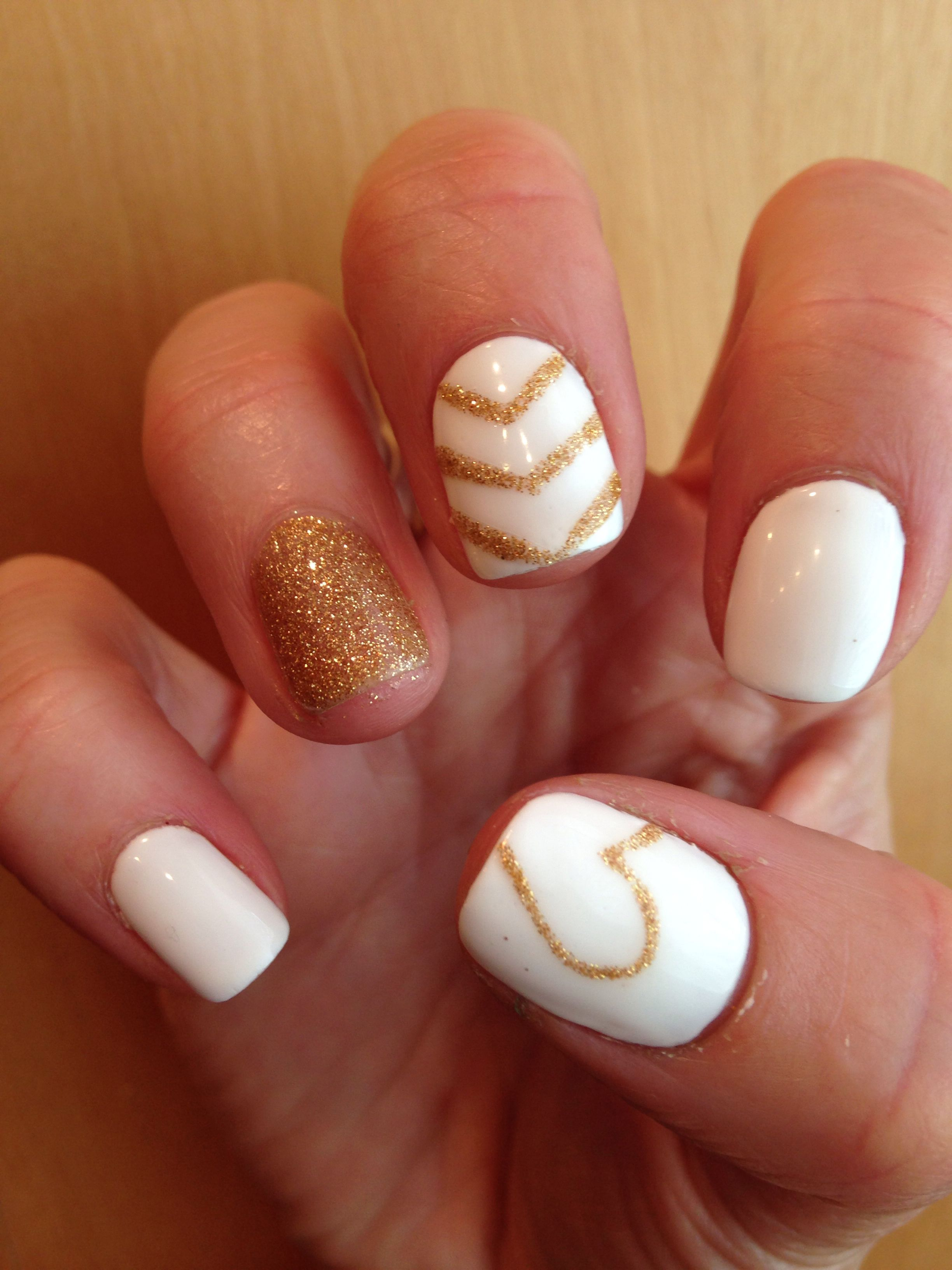 Pin By Nupur New On Fashion Nails Glitter Accent Nails White Nails With Gold Gold Nails