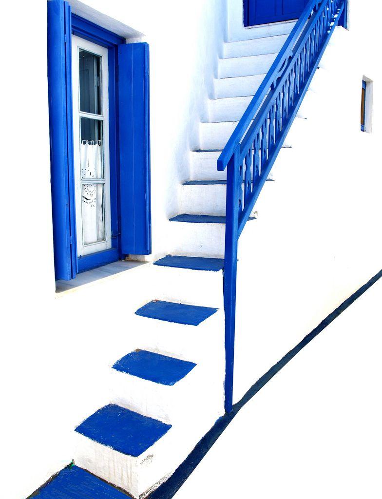 Blue on white descending 2   273/2008 Inspired by the work o…   Flickr