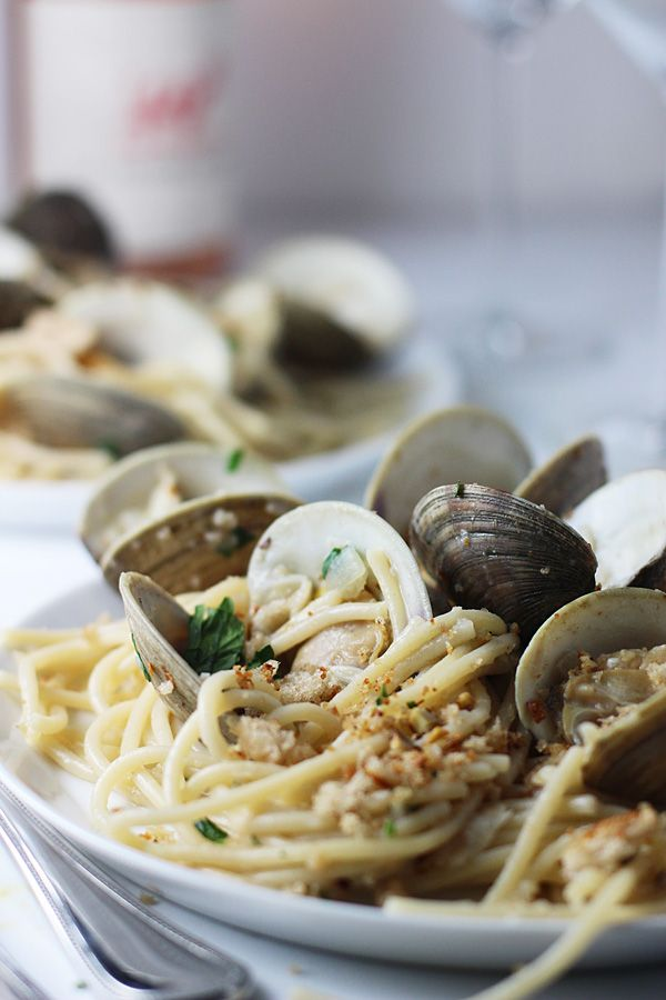 FAST 30 Minute Spaghetti and Clams with Brown Butter and Garlic Breadcrumbs