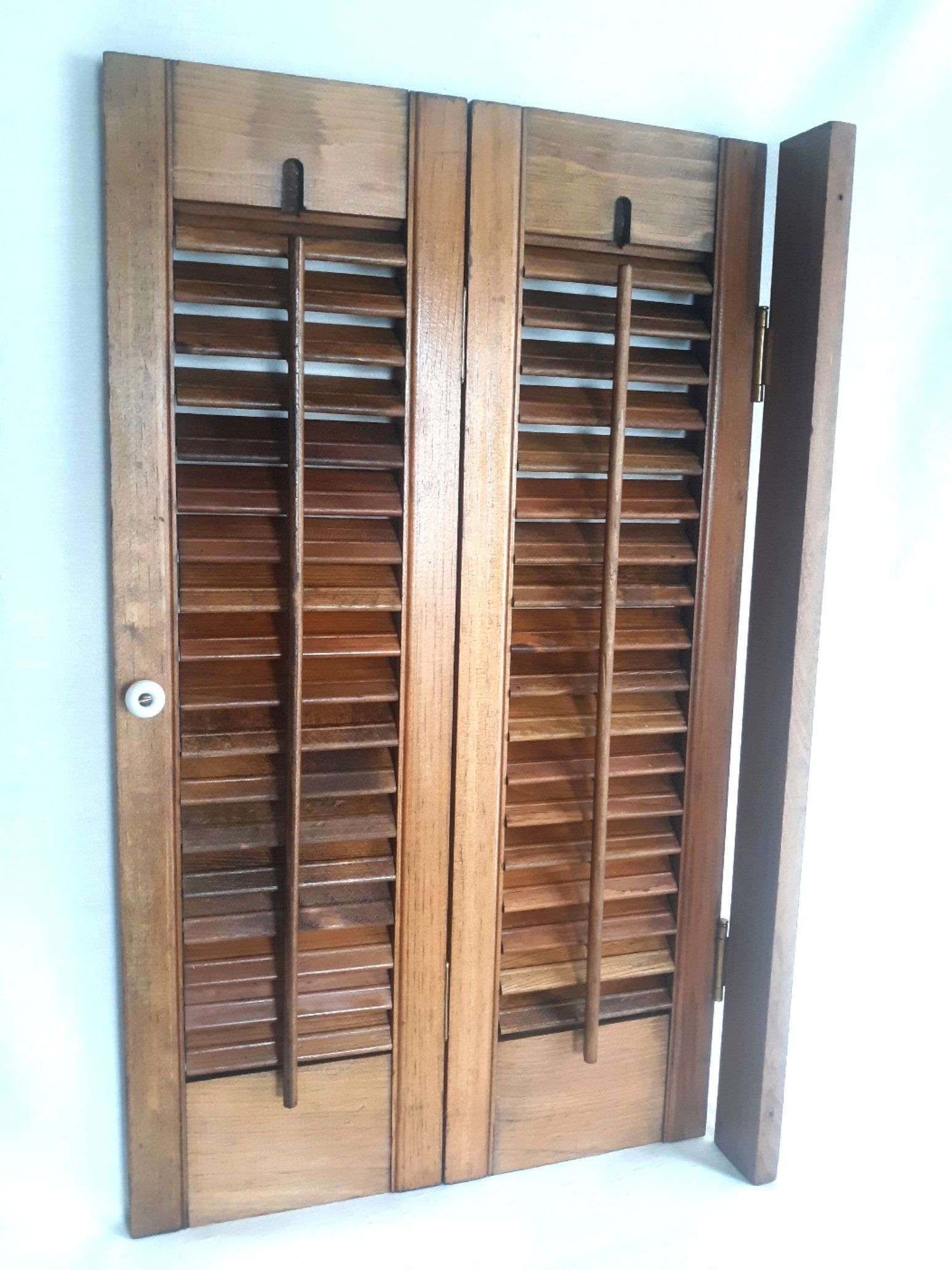 Vintage Wooden Louvered House Window Indoor Shutter 2 Panels Connected Hinges Hang Strip Adjustable Slat Wooden Window Shutters Wooden Shutters Indoor Shutters