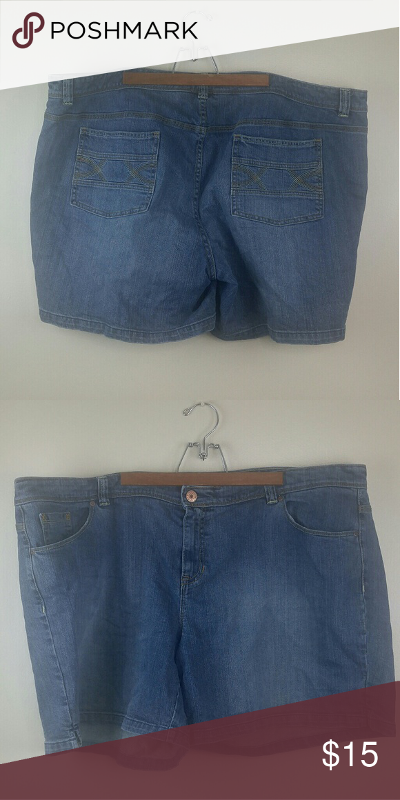 af7d17f70ea Old Navy Women s Denim Jean Shorts Size 26 Old Navy Women s Denim Jean  Shorts Plus Size 26 Condition  preowned