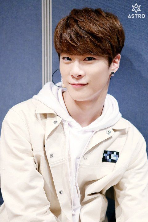 Moon Bin 문빈 || Astro || 1998 || 180cm || Lead Vocal || Lead Dancer >>> BIAS