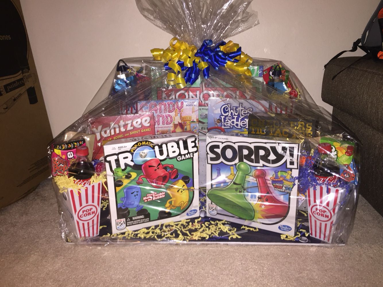 Family game night gift basket great ideas pinterest for Christmas gift basket ideas for families