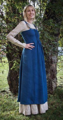 Som dere sikkert vet så har jeg gjort to forsøk på å rekonstruere Køstrupkjolen. I dag har Hilde ...