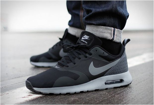 detailed look 517eb 4e8c3 The Nike Air Max Tavas Black