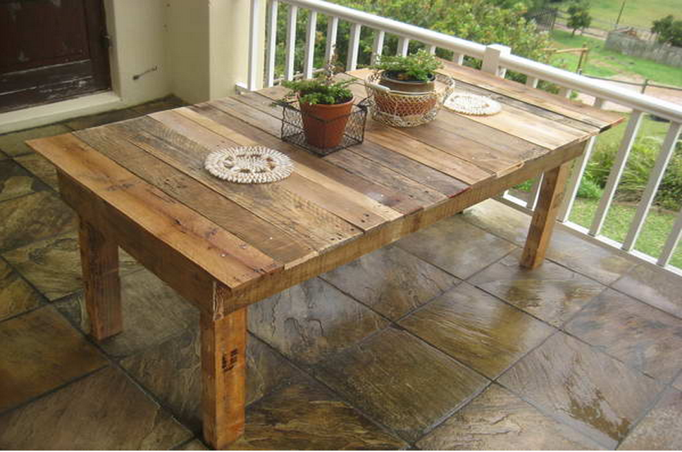 Just Like Your Pet This Pallet Table Can T Decide If It Wants To Be In Or Outside Pallet Furniture Outdoor Pallet Projects Furniture Wooden Pallet Furniture
