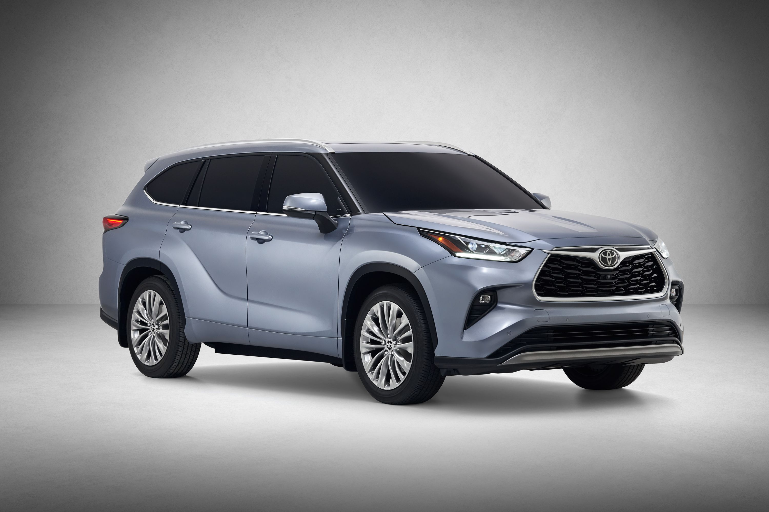 The 2020 Toyota Highlander Debuts With An All New Look And Better Efficiency Top Speed Toyota Highlander Hybrid Toyota Suv Toyota Highlander