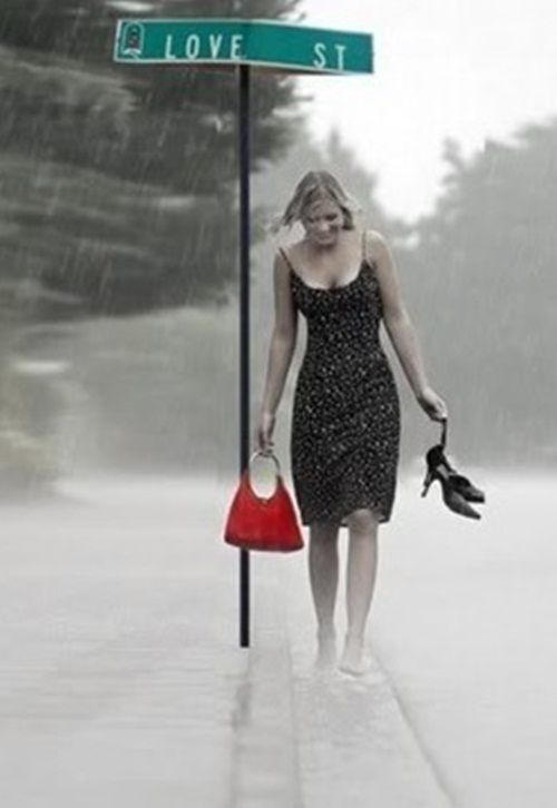 Walking on Love Street . . . in the rain . . . with a black dress . . . and a RED purse ~ I LOVE it!