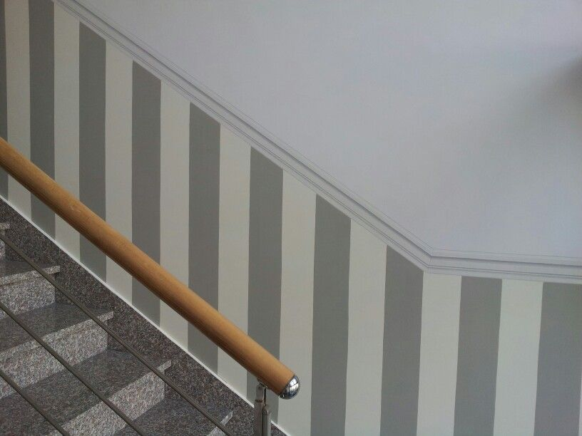 righe e finta cornice..per le scale!! | Boiserie ...