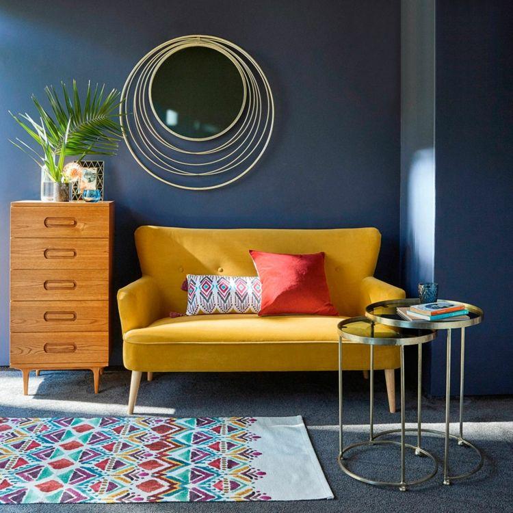 Samtsofa Gelb Farbe Klein Wohnzimmer Einrichtung Retro Flair