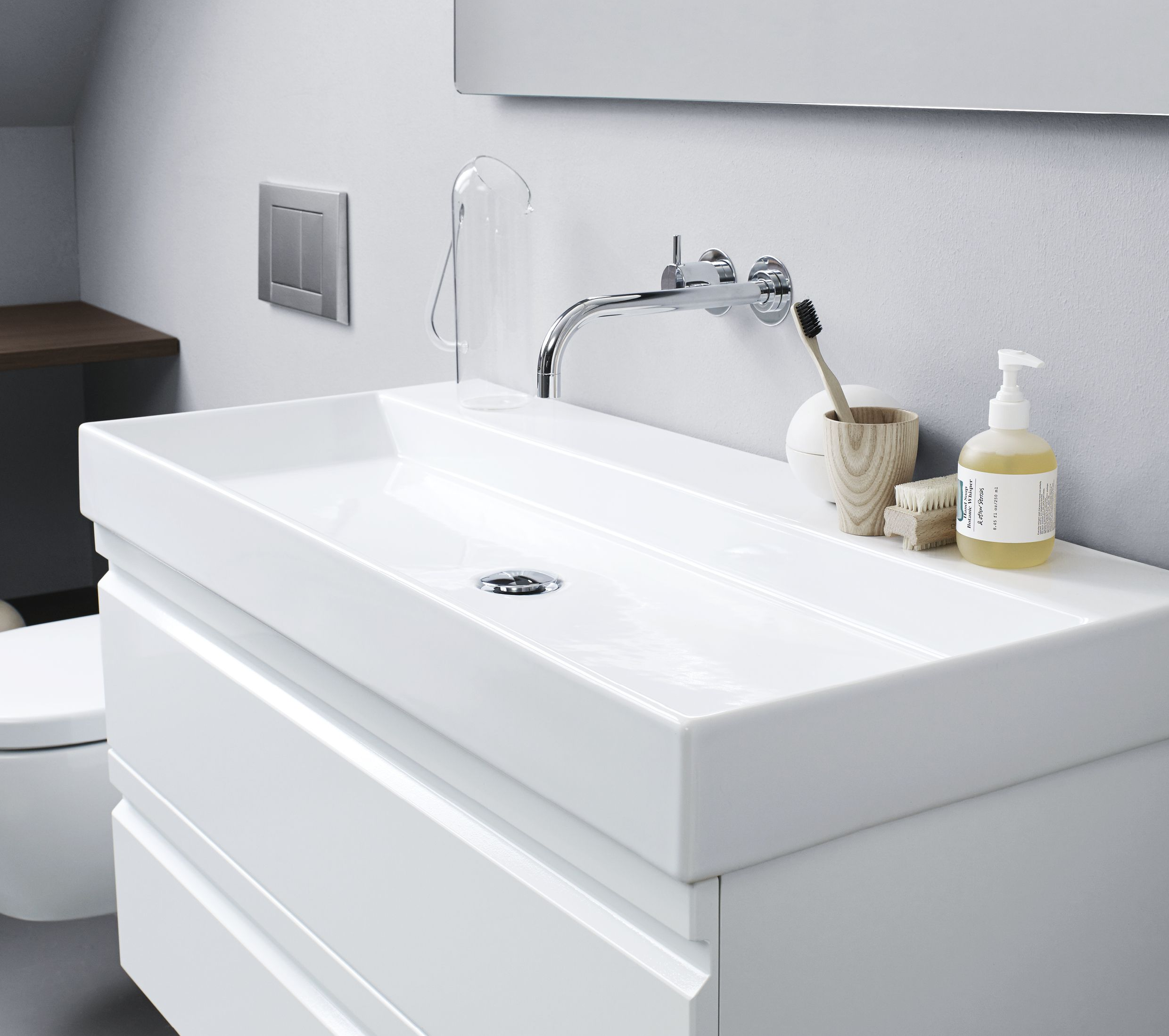 Our New Stringent Canto Washbasin In Genuine Sanitary Porcelain Is Also Available Without Tap Holes For Walmounted Fixtures Skuffer Baderomsvask Baderomsmobler