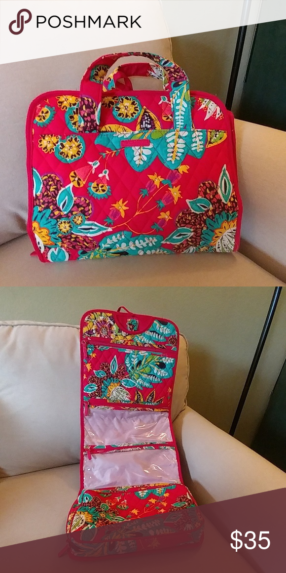 5b2377a3e48a Vera Bradley hanging travel organizer Rumba pattern. Used one time. Perfect  condition. Vera