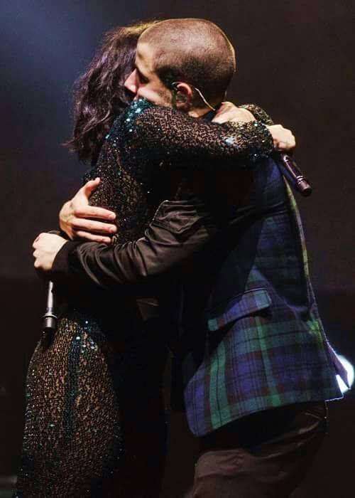 """""""Nemi""""- Nick Jonas and Demi Lovato hugging"""