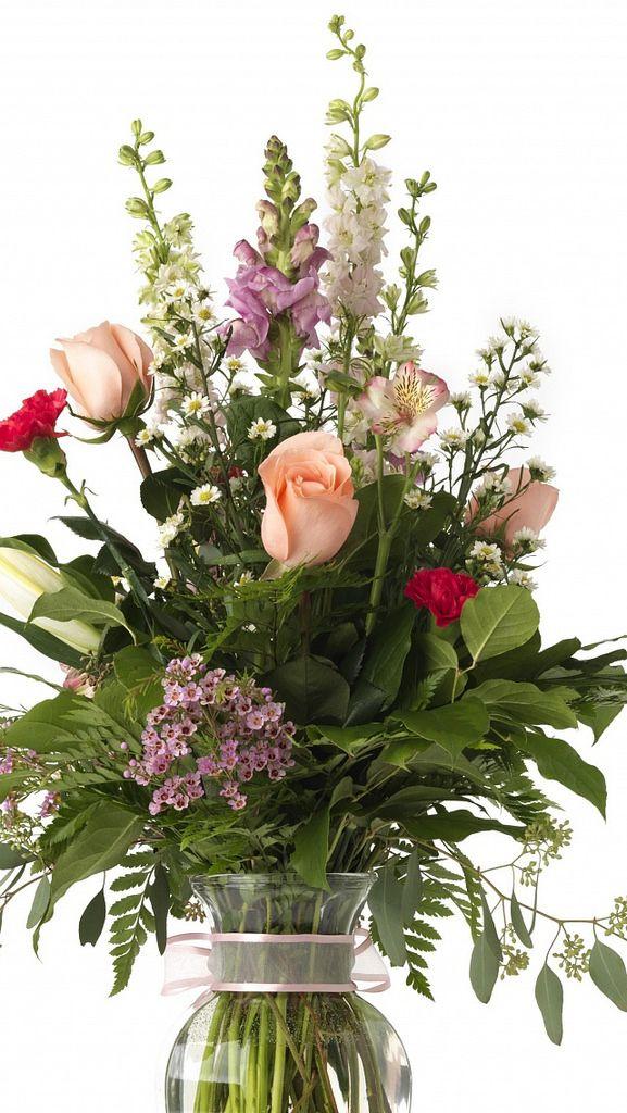 roses carnations lilies chrysanthemum