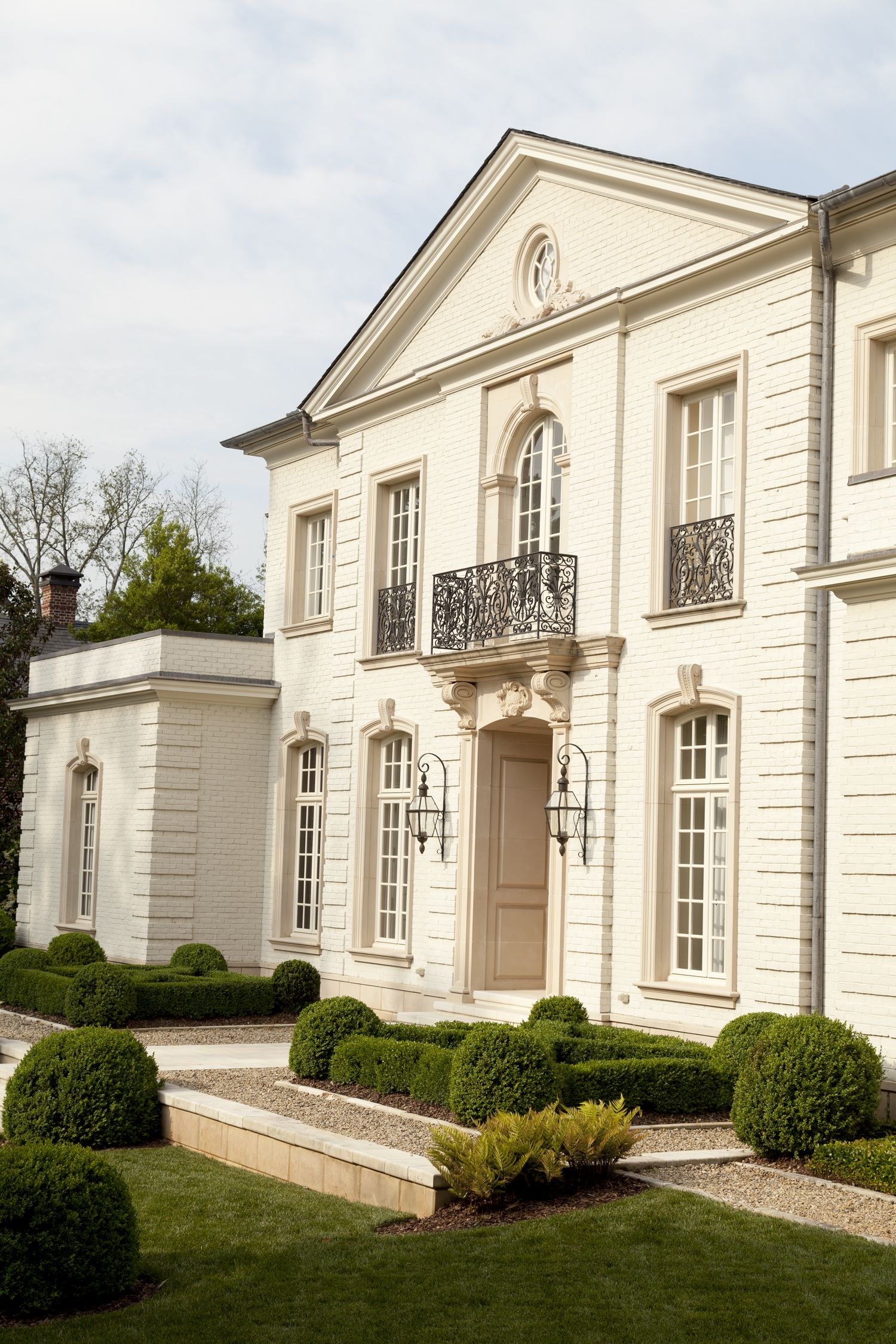 Facciata Casa Di Campagna boxwood parterre at the entry of a home by howard design