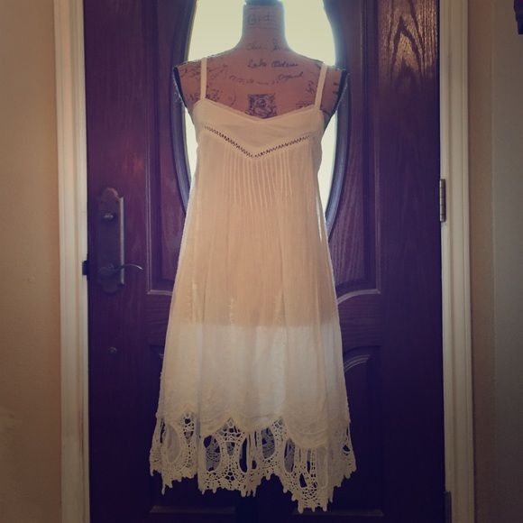 Free people crochet linen dress Gorgeous white dress from free people with perfect details!!! Adorable with boots, sandals or heels. Add a jacket for fall and this dress is great for summer, spring and fall! Only worn once for a picture. Free People Dresses