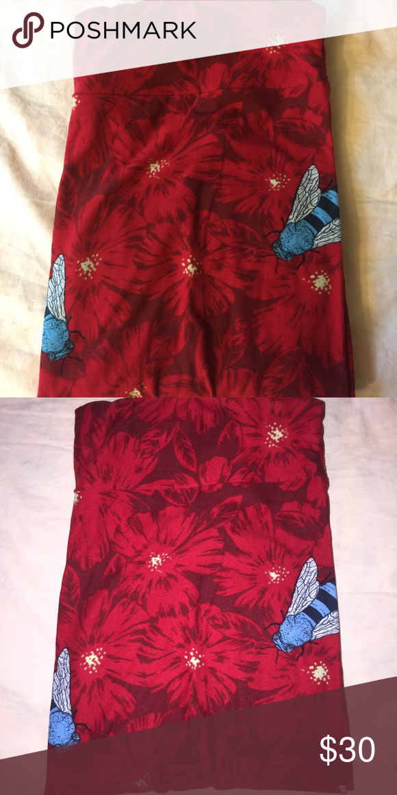 Lularoe TC leggings Lularoe TC red flowers and blue bees leggings. Bought off of a trade site and tried on but never worn. Made in China. LuLaRoe Pants Leggings