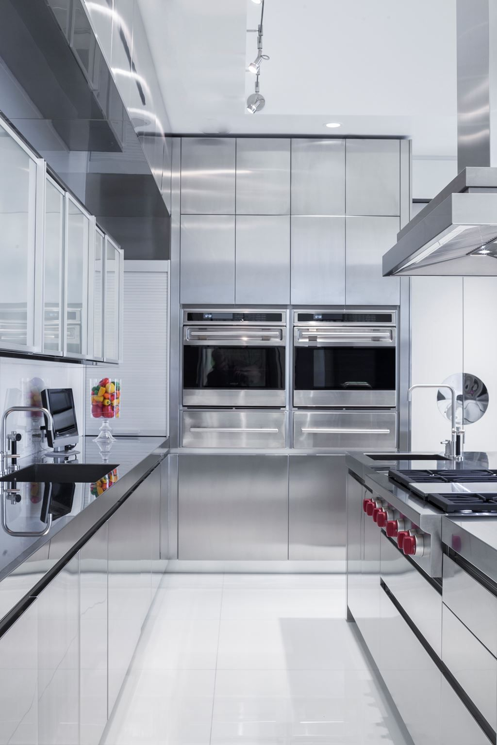 High End Stainless Steel Kitchen With Built In Appliances In 2020 Contemporary Kitchen Design Mirrored Kitchen Cabinet Contemporary Kitchen