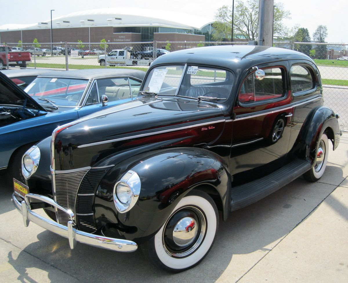 1940 Ford Deluxe Tudor Sedan Maintenance Restoration Of Old Vintage Vehicles The Material For New Cogs Old Fashioned Cars Vintage Cars Classic Car Restoration