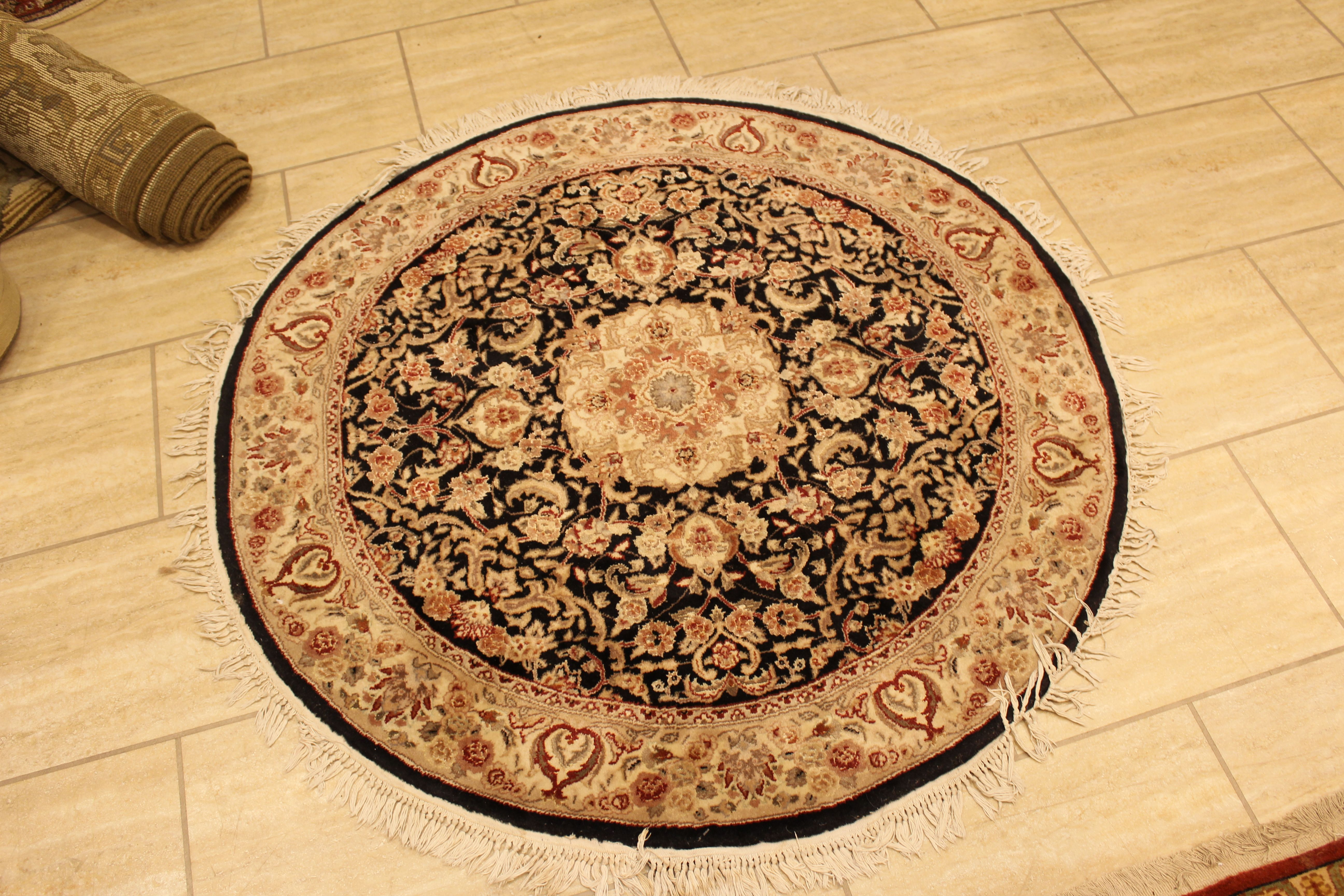 Small Round Rug Perfect For A Small Sitting Area Or The Focal Point Of Room Garuggallery Round Handmade Traditional Small Round Rugs Round Rugs Cool Rugs Small round area rug