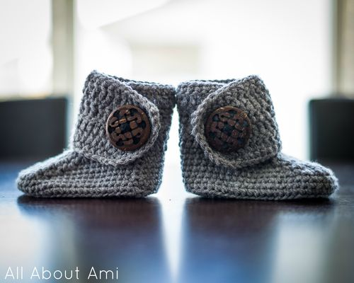Crochet Baby Button Boots | All About Ami | Zapatitos crochet ...