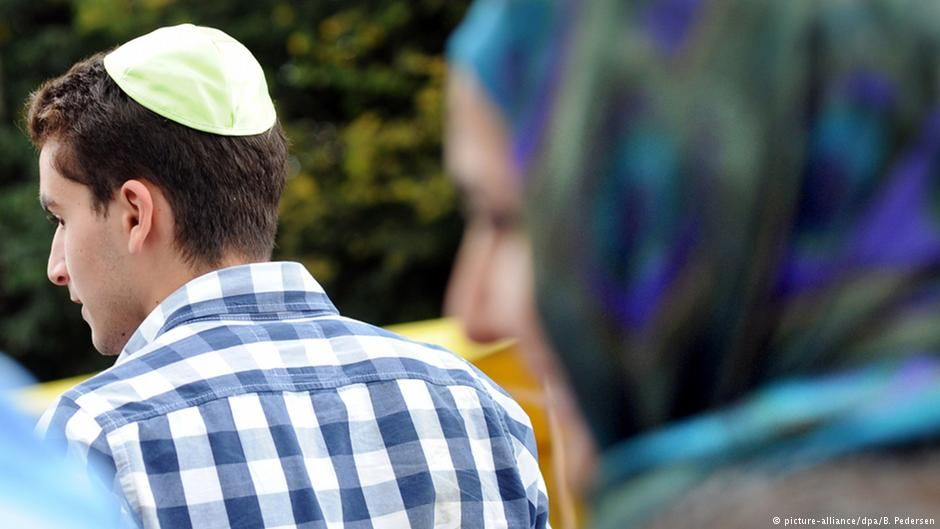 #GERMANY #SWD #GREEN2STAY Anti-Semitic bullying forces Jewish teen from Berlin high school