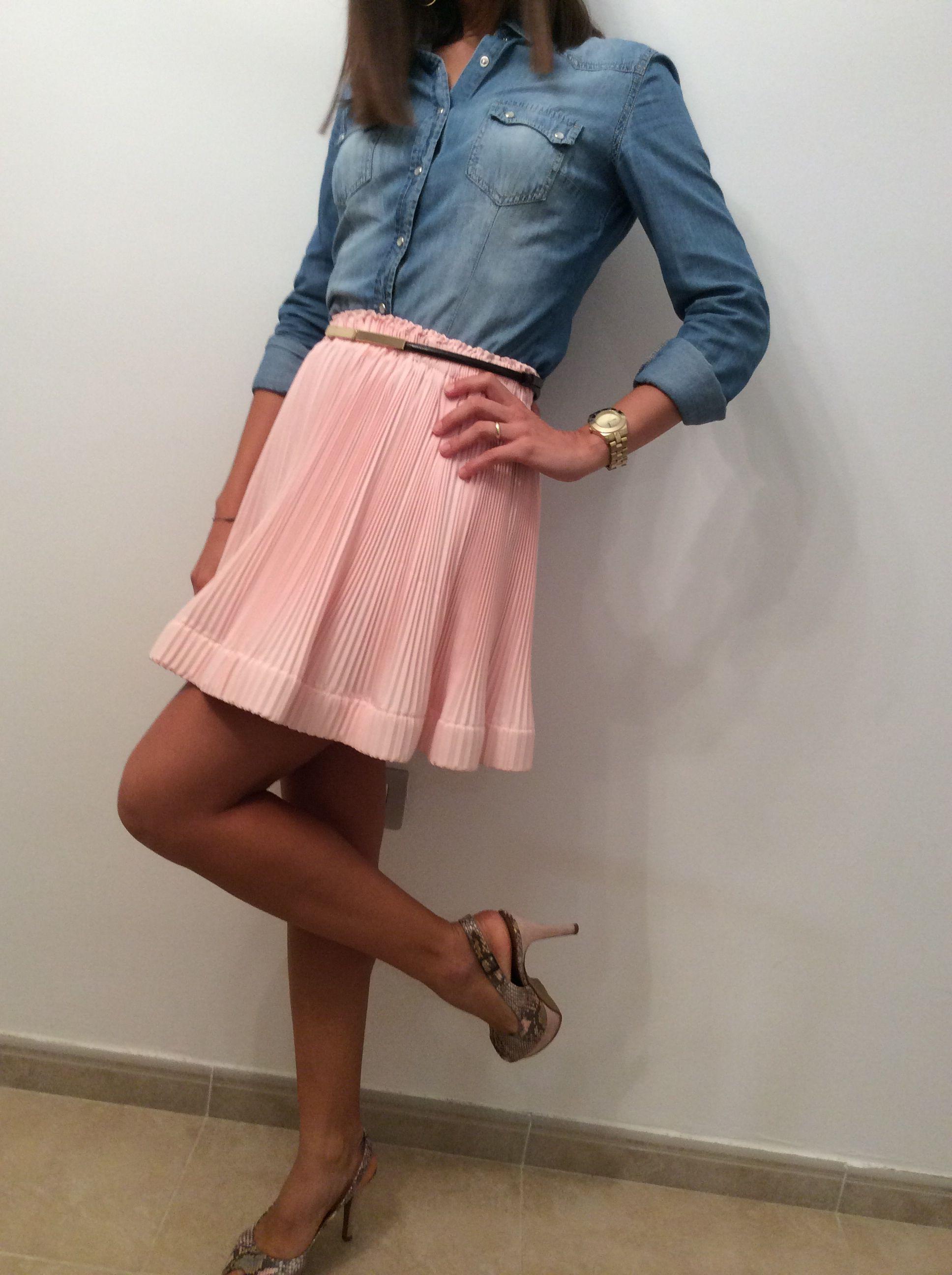 Camisa vaquera + falda rosa. ManuelaEstellés