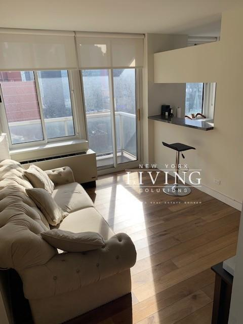 New York Apartments Midtown West 2 Bedroom Apartment For Rent Apartments For Rent New York Apartments Apartments For Sale