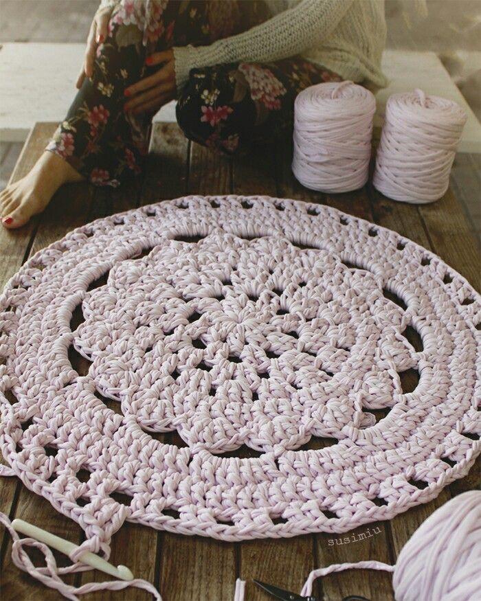 Alfombra de crochet con flor central patron en trapillo ganchillo ganchillo - Alfombra trapillo facil ...