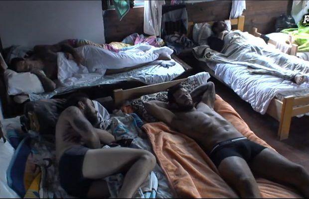 www vruće goli pic veliki penis bend