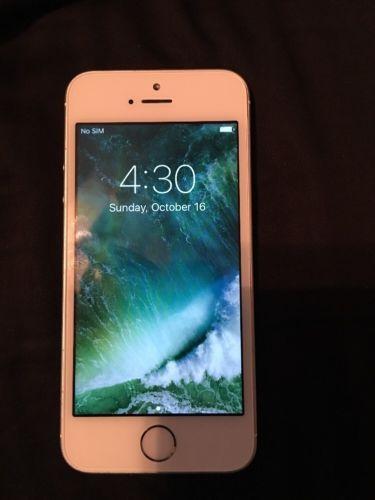 Apple iPhone 5s - 16GB - Silver (Unlocked) Smartphone  https://t.co/vveqrplA2P https://t.co/rF7ywtQrED